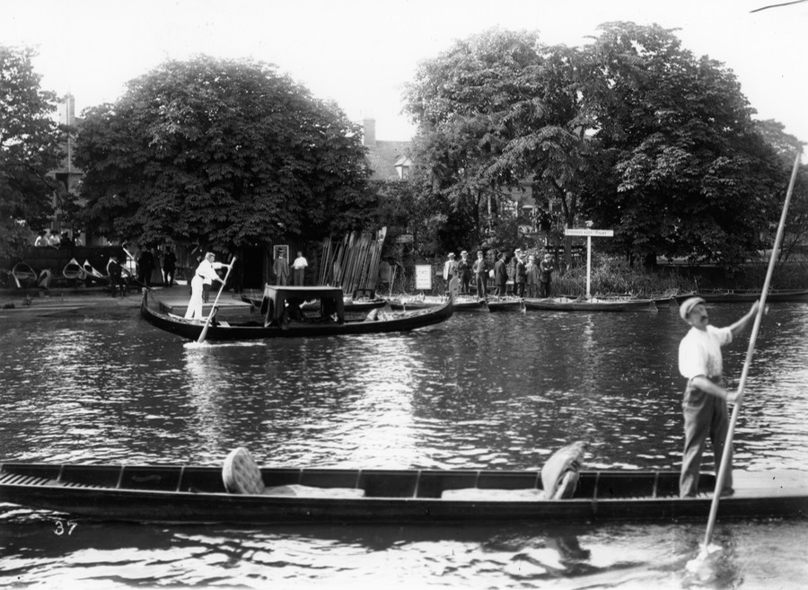 MC in Gondola c 1910 (neg ref SC42 439)
